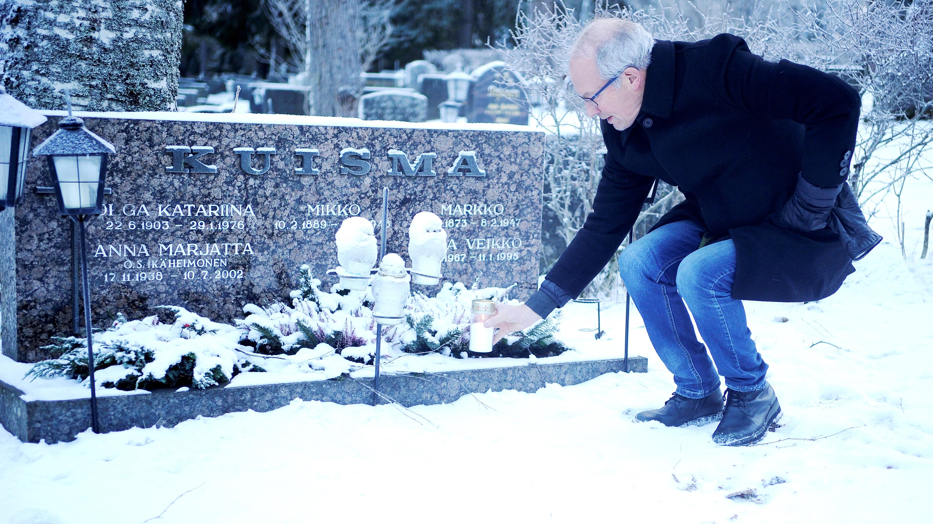 Mikan haudalla tammikuussa 2016